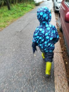 Tenue de pluie pour enfant en finlande