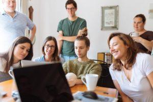 role de l eje éducation en équipe
